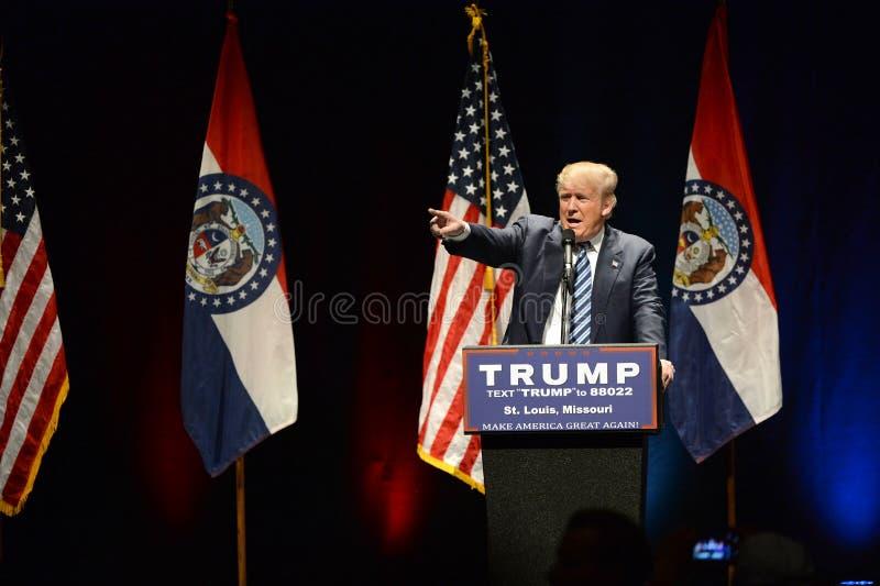 Donald Trump Campaigns i St Louis arkivbild
