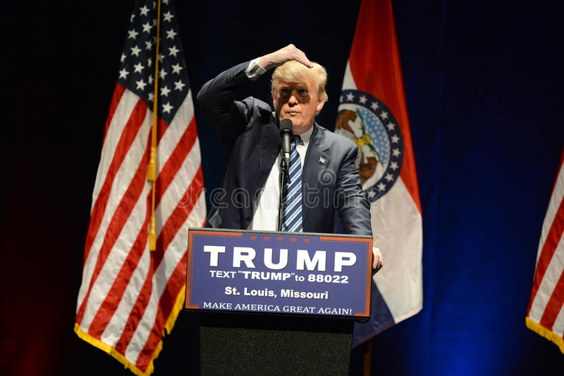 Donald Trump Campaigns i St Louis royaltyfri bild