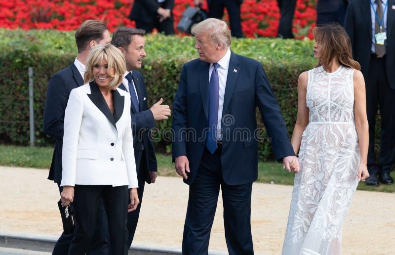 Donald Trump en Melania Trump bij de de NAVO top stock afbeeldingen