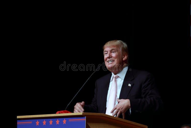 Donald Trump fala na reunião da campanha em julho, 25, 2015, em Oskaloosa, Iowa imagem de stock