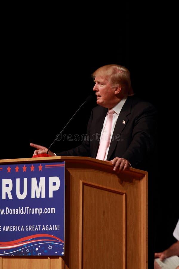 Donald Trump habla en la reunión de la campaña en julio, 25, 2015, en Oskaloosa, Iowa foto de archivo libre de regalías