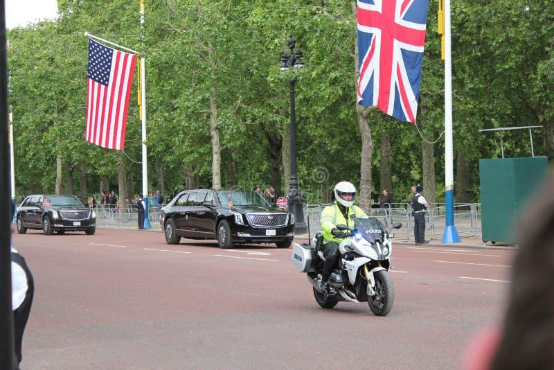 Donald Trump, Londres, R-U, photo courante, 3/6/2019 - Donald Trump d?collant du Palais de Buckingham pour le photograp BRITANNIQ photographie stock libre de droits