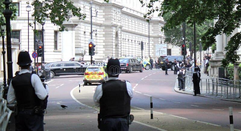 Donald Trump, Londres, R-U, photo courante, 3/6/2019 - Donald Trump d?collant du Palais de Buckingham pour le photograp BRITANNIQ image stock