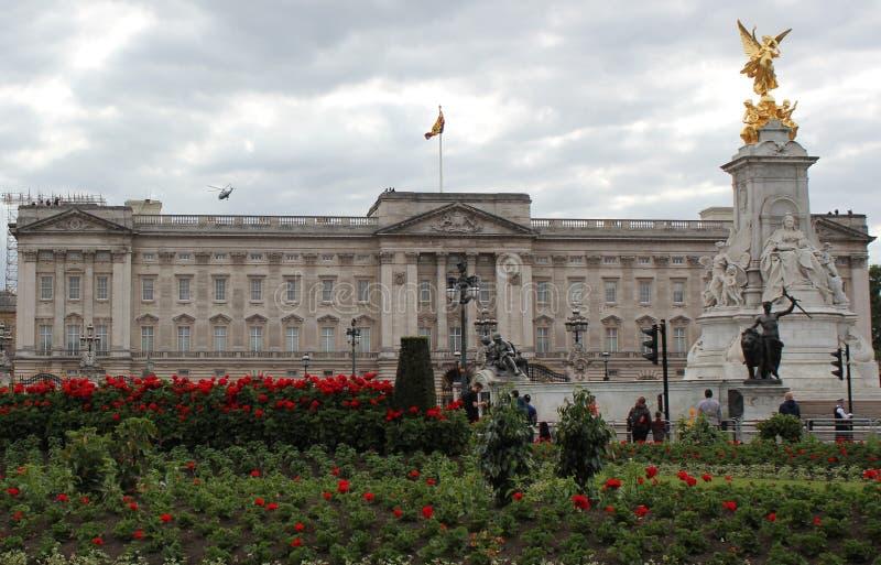 Donald Trump, Londres, R-U, photo courante, 3/6/2019 - Donald Trump d?collant du Palais de Buckingham pour le photograp BRITANNIQ photo libre de droits