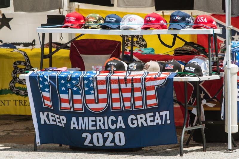 Donald Trump Merchandise On Sale in Georgia Outdoor Popup Market royalty-vrije stock afbeelding