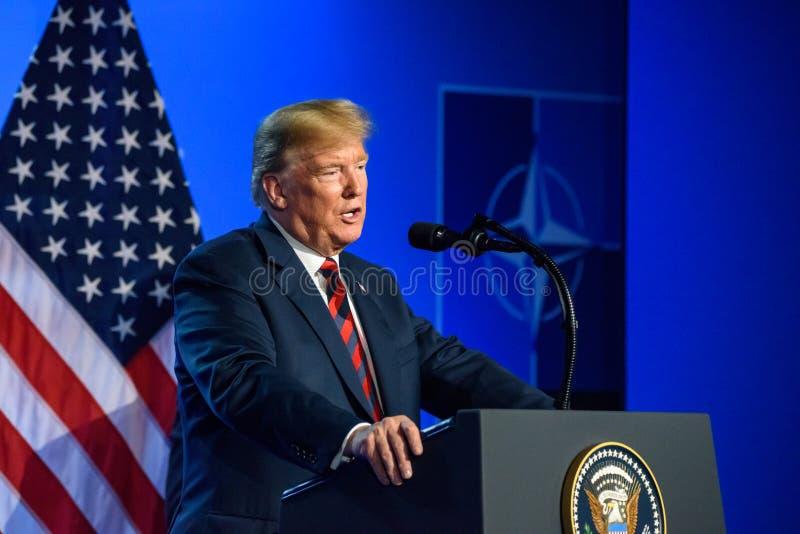 Donald Trump na conferência de imprensa, durante a CIMEIRA de OTAN 2018 imagem de stock royalty free