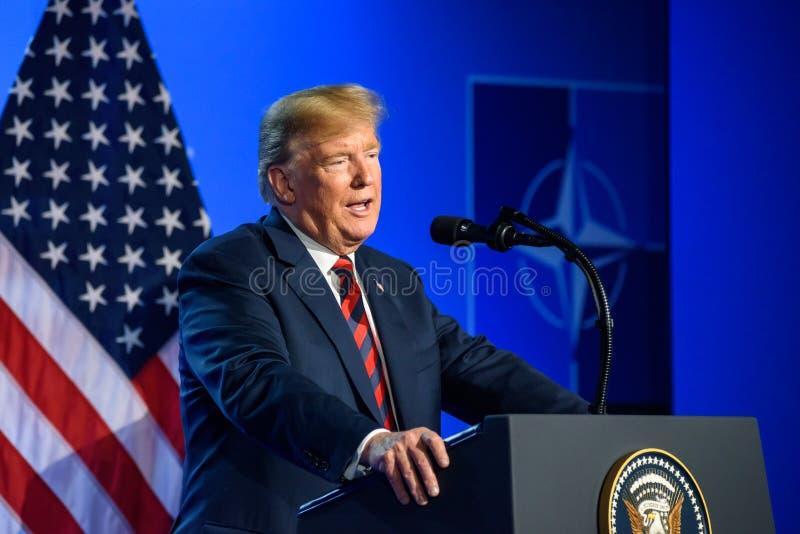 Donald Trump na conferência de imprensa, durante a CIMEIRA de OTAN 2018 fotos de stock