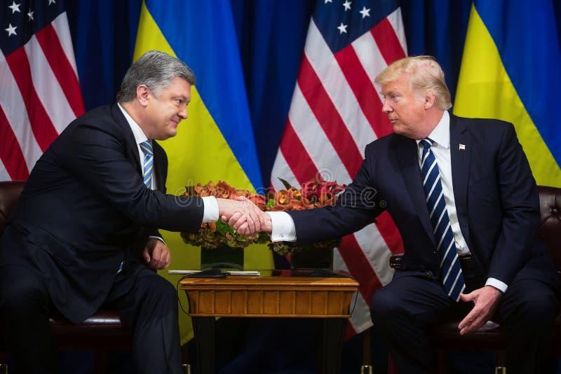Donald Trump och Petro Poroshenko på FN-toppmöte royaltyfri bild