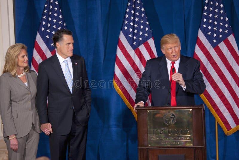 Donald Trump parle au podium photographie stock libre de droits