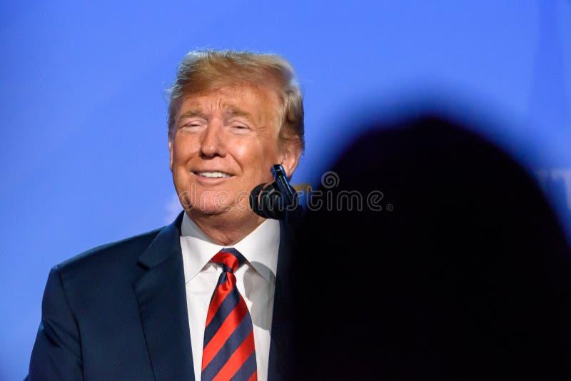 Donald Trump, presidente de los Estados Unidos de América, durante rueda de prensa en la CUMBRE de OTAN 2018 imagenes de archivo