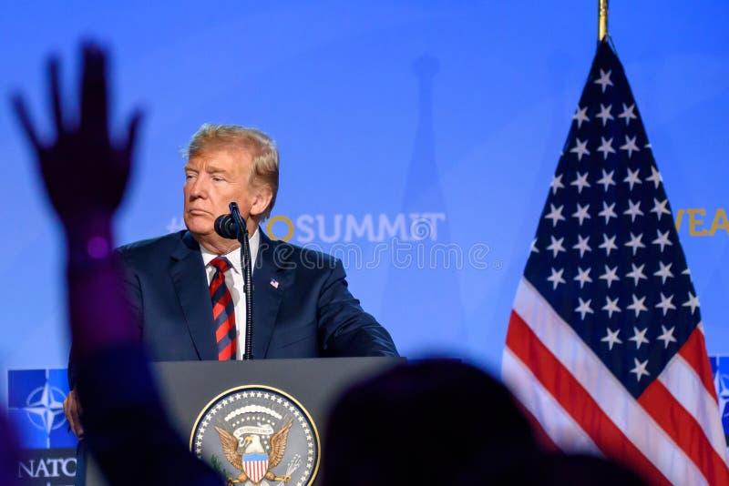 Donald Trump, presidente do Estados Unidos da América, durante a conferência de imprensa na CIMEIRA de OTAN 2018 foto de stock royalty free