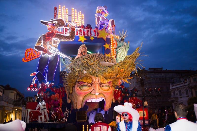Donald Trump representó satíricamente en el carnaval de Viareggio imagen de archivo libre de regalías
