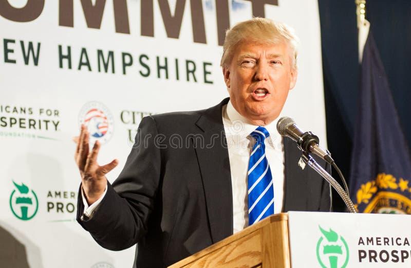 Donald Trump talar i nya Hampmshire arkivfoto