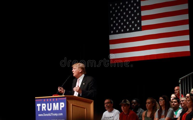 Donald Trump talar på aktionen samlar på Juli, 25, 2015, i Oskaloosa, Iowa royaltyfria foton