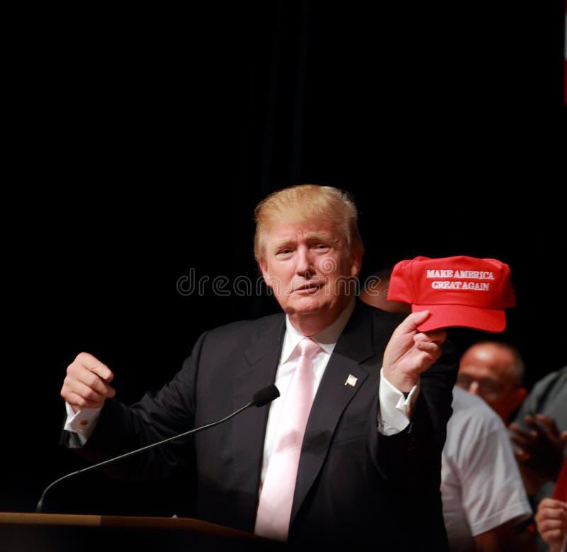 Donald Trump talar på aktionen samlar på Juli, 25, 2015, i Oskaloosa, Iowa royaltyfri fotografi
