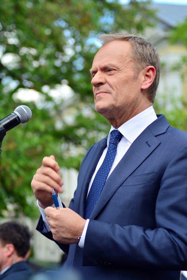 Donald Tusk der Pr?sident des Geschenkes des Europ?ischen Rates in Warschau ersuchte Polens um Spitzenpolitiker, das constitu zu  stockfotos