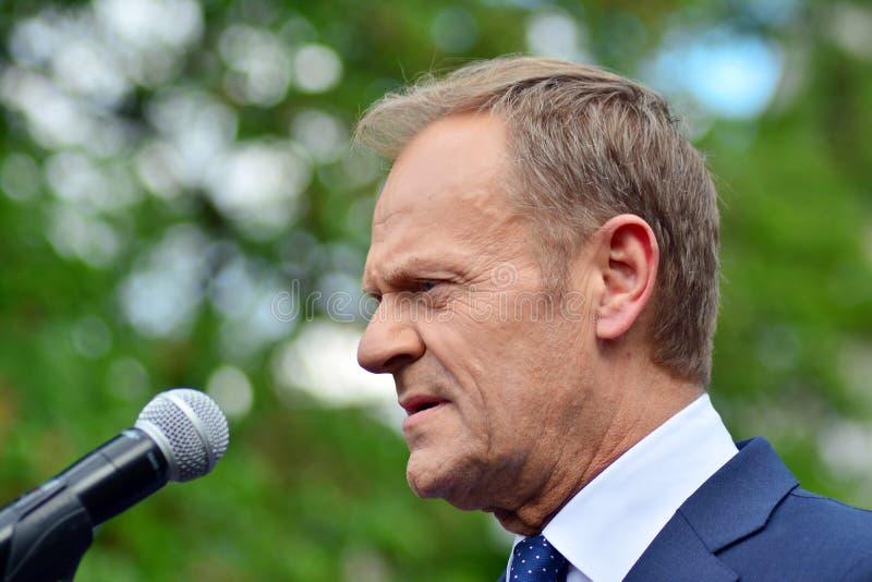 Donald Tusk der Pr?sident des Geschenkes des Europ?ischen Rates in Warschau ersuchte Polens um Spitzenpolitiker, das constitu zu  stockfoto