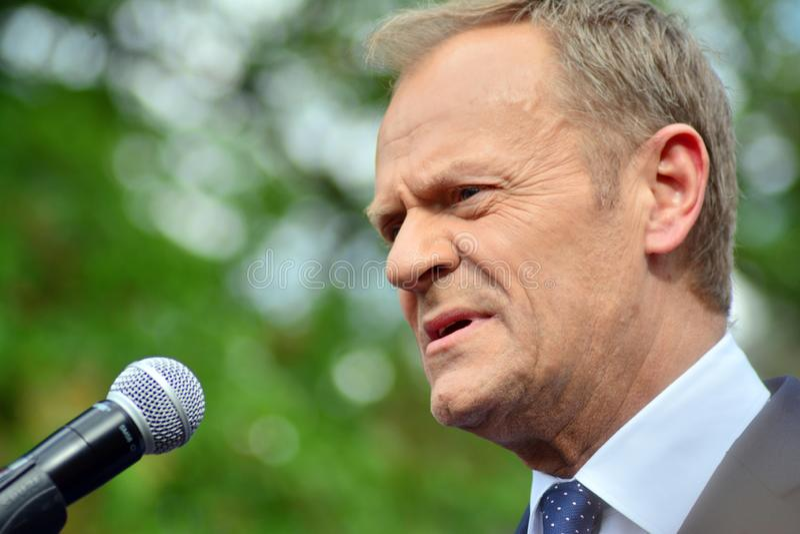 Donald Tusk der Pr?sident des Geschenkes des Europ?ischen Rates in Warschau ersuchte Polens um Spitzenpolitiker, das constitu zu  stockbild