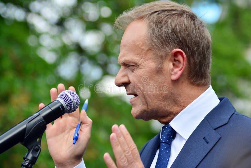 Donald Tusk der Pr?sident des Geschenkes des Europ?ischen Rates in Warschau ersuchte Polens um Spitzenpolitiker, das constitu zu  lizenzfreie stockfotos