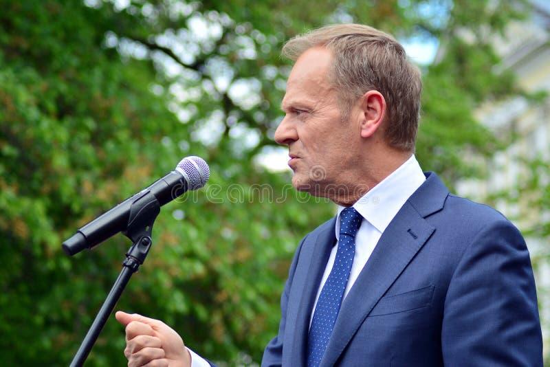Donald Tusk der Pr?sident des Geschenkes des Europ?ischen Rates in Warschau ersuchte Polens um Spitzenpolitiker, das constitu zu  stockbilder