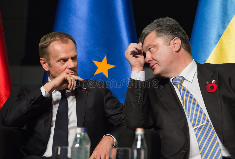 Donald Tusk und Petro Poroshenko stockbilder