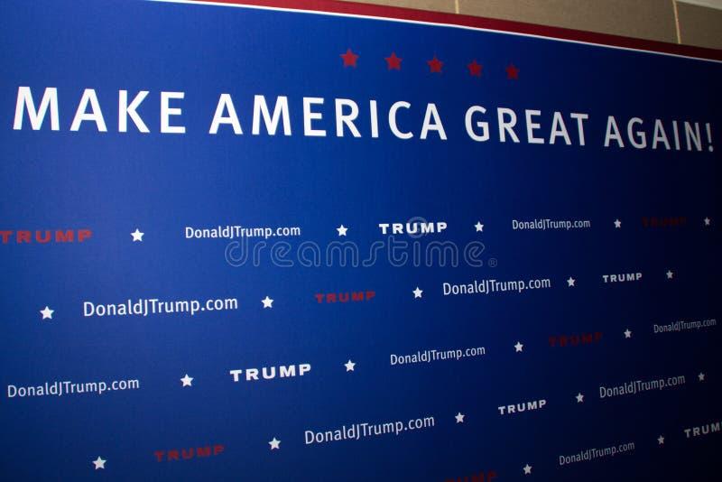 Donalds Trump samlar första presidentkampanj i Phoenix royaltyfri fotografi