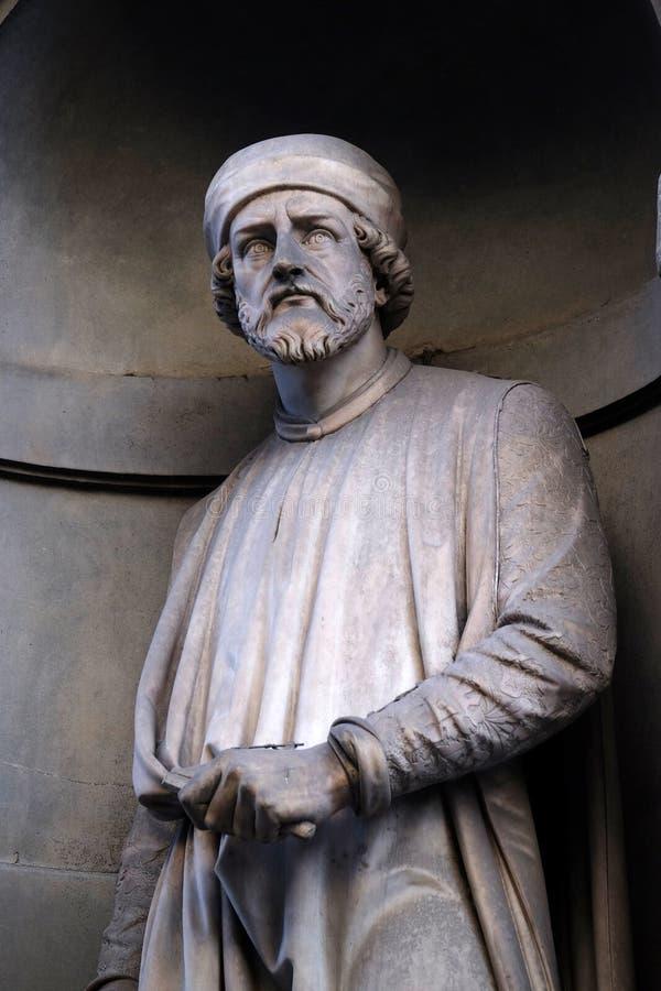 Donatello, Statue in den Nischen der Uffizi-Kolonnade in Florenz lizenzfreie stockbilder