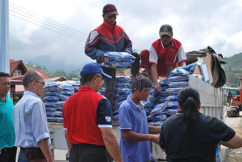 Donation till jordskalvoffret i Sabah, Borneo royaltyfria bilder