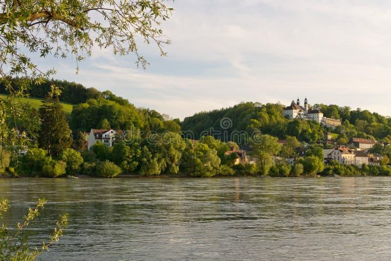 Donau-Bank Passau-Bayern-Sonnenuntergang lizenzfreie stockfotos