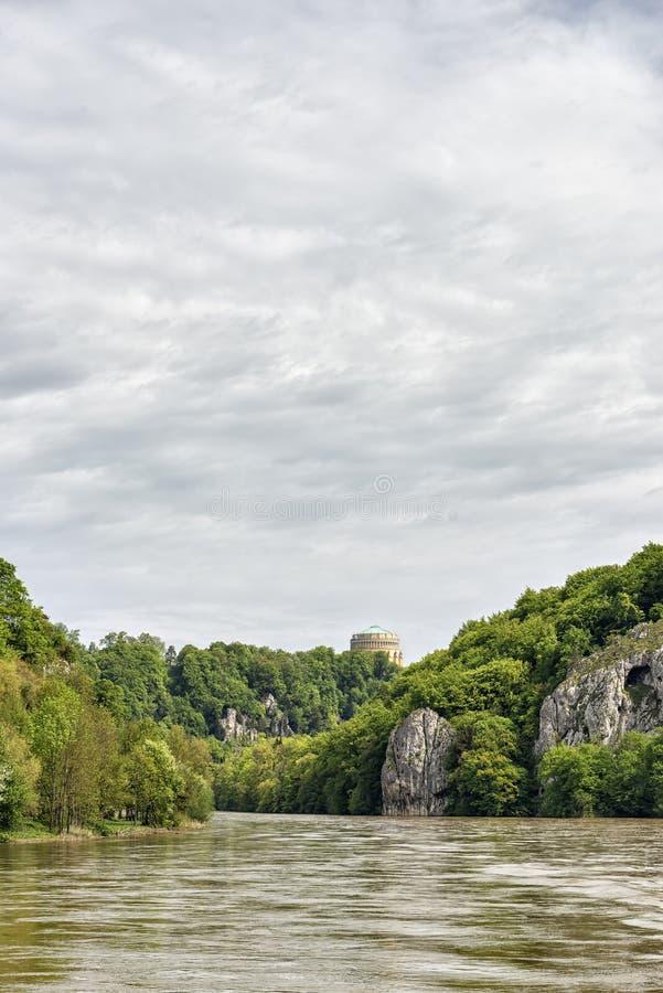 Donau mit Befreiungshalle stockbild