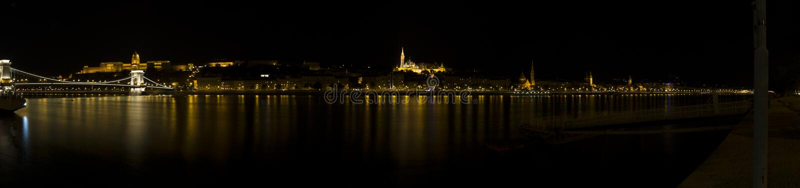 Donau-Nachtansicht in Budapest stockfotos