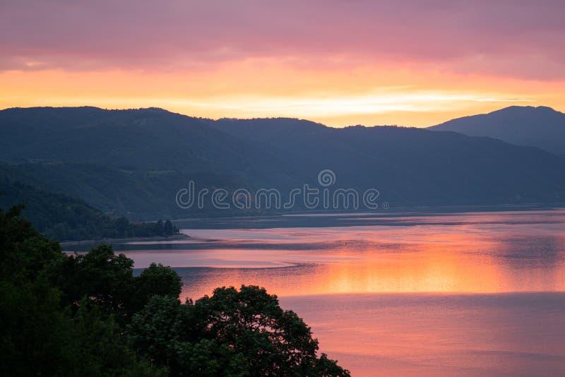 Donau på den guld- timmen royaltyfria foton