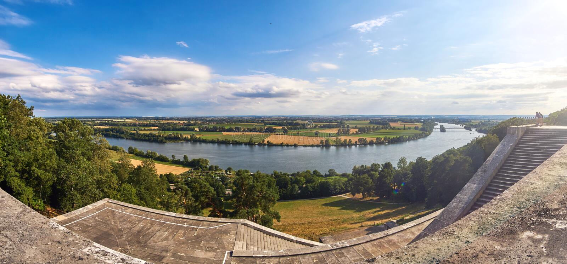Donau-Talpanorama vom berühmten Tempel Walhalla nahe Regensburg, Bayern, Deutschland stockbilder