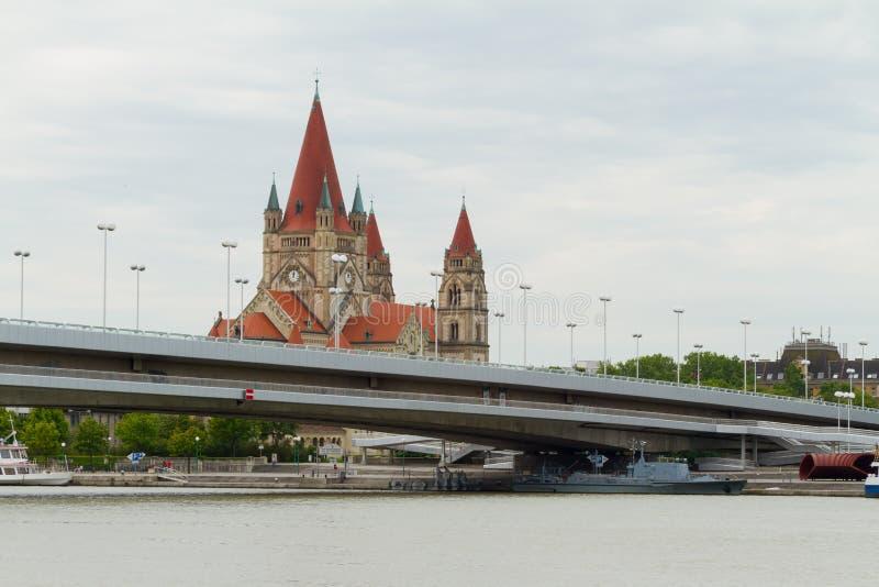Download Donau Wien stockfoto. Bild von datenbahn, zentral, aufgebaut - 26351576
