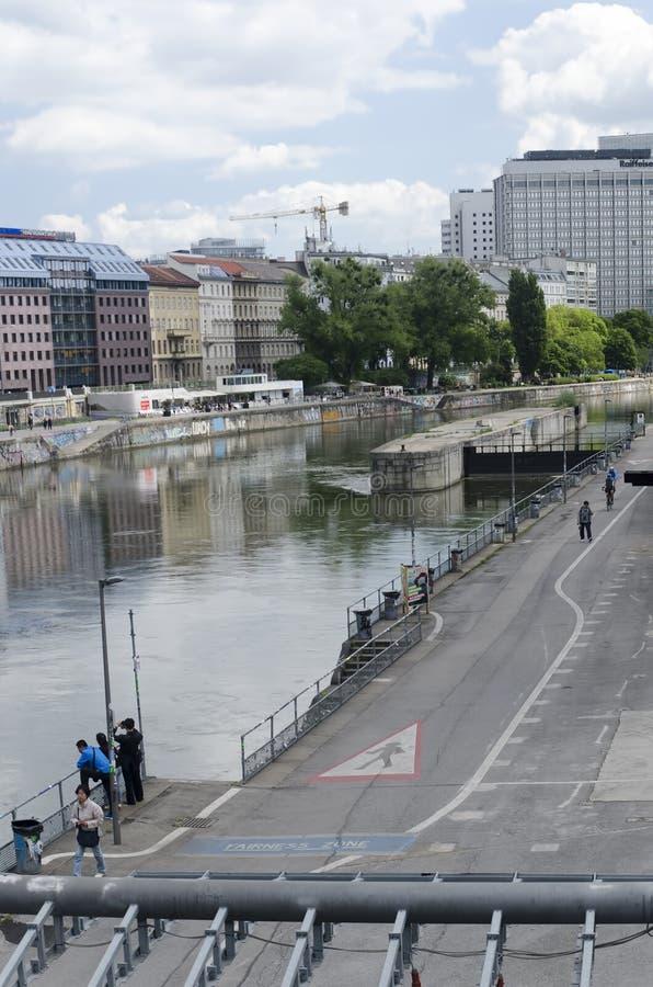 Donaukanal av Wien fotografering för bildbyråer