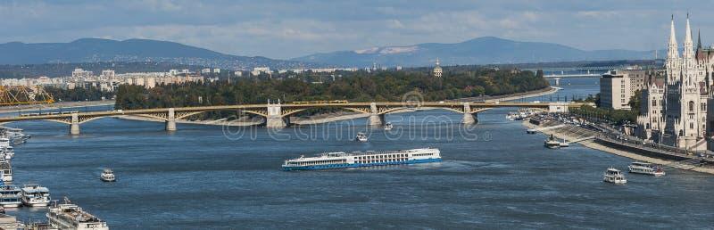Donaupanoraman med Margaret Island royaltyfri foto