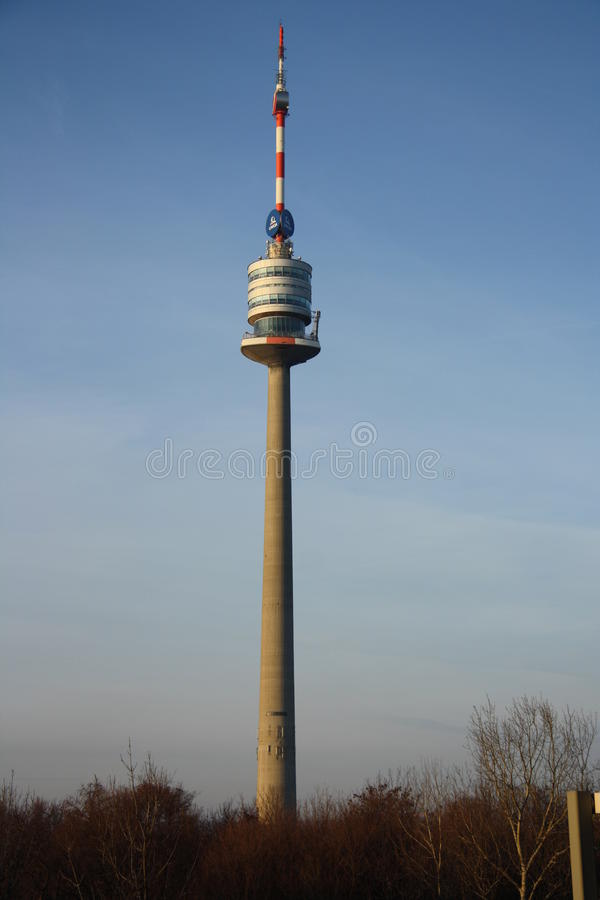 Donauturm/πύργος Δούναβη στη Βιέννη στοκ φωτογραφίες