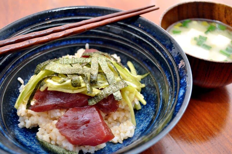 donburi日本膳食金枪鱼 免版税库存照片