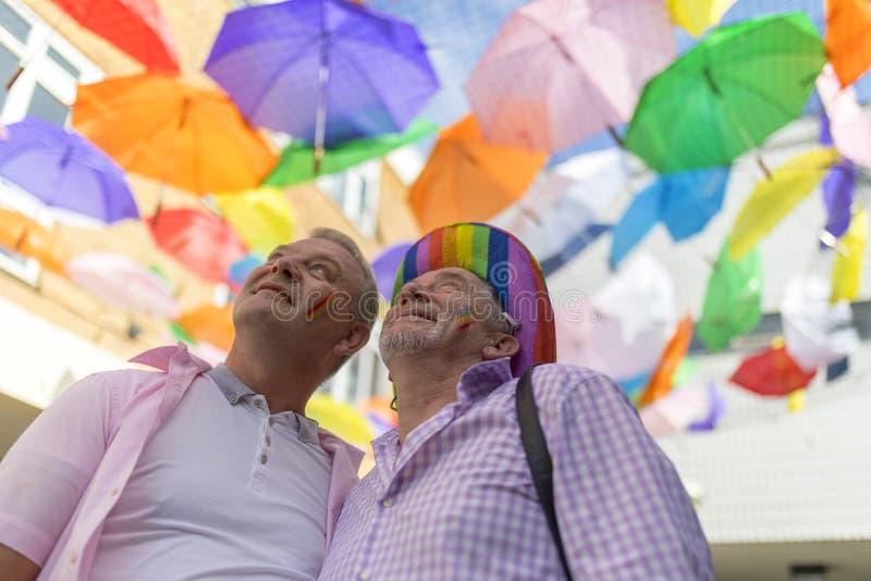 Doncaster orgoglio festival del 19 agosto 2017 LGBT, baldacchino dell'ombrello immagine stock