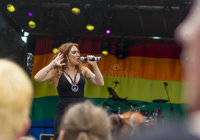 Doncaster orgulho festival do 19 de agosto de 2017 LGBT, Donna Ramsdale, Jess imagens de stock