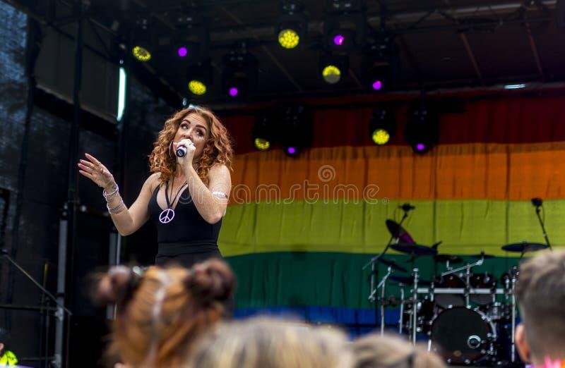 Doncaster orgulho festival do 19 de agosto de 2017 LGBT, Donna Ramsdale, Jess fotografia de stock royalty free