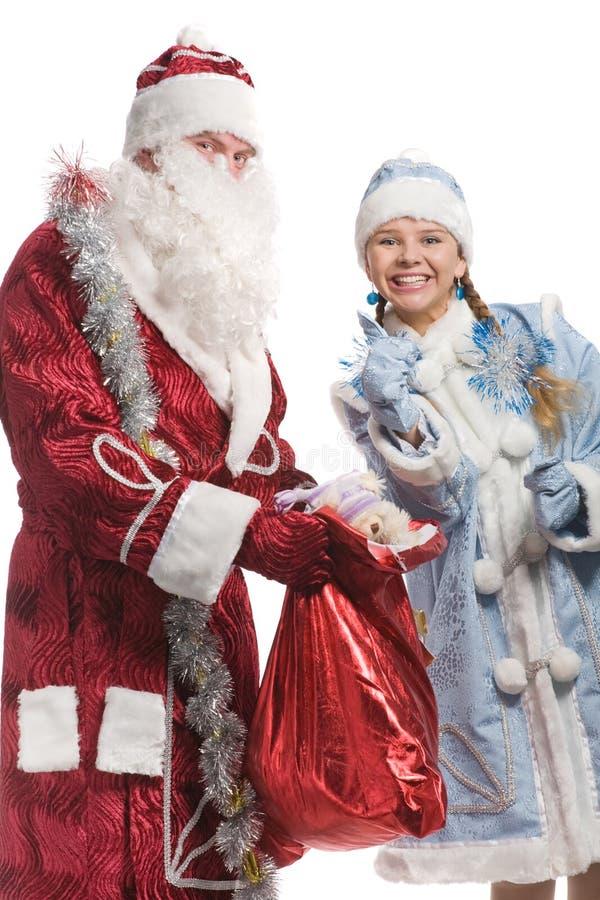 Doncella y Papá Noel sonrientes de la nieve imagen de archivo