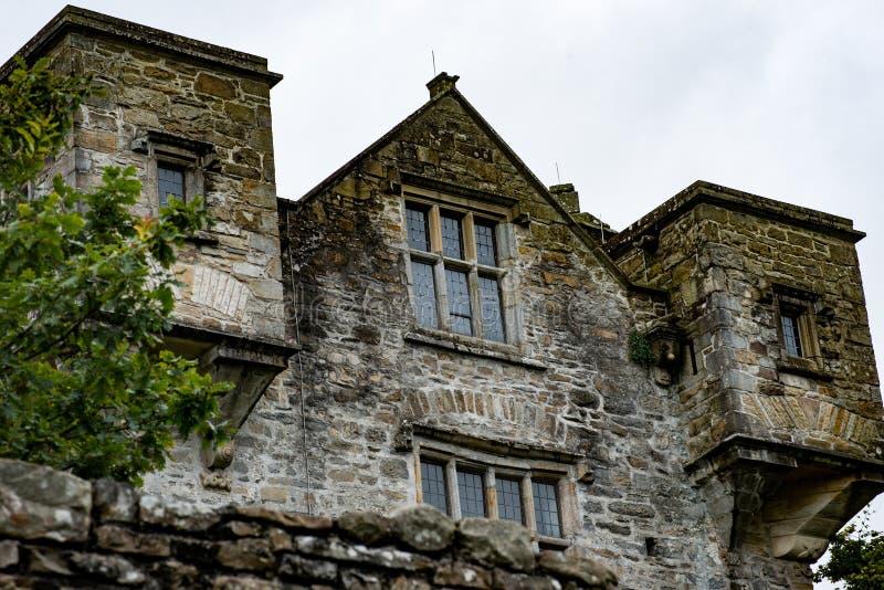 DONEGAL, IRLANDA - 25 DE AGOSTO DE 2017: Castillo de Donegal en la ciudad Irlanda de Donegal fotos de archivo libres de regalías
