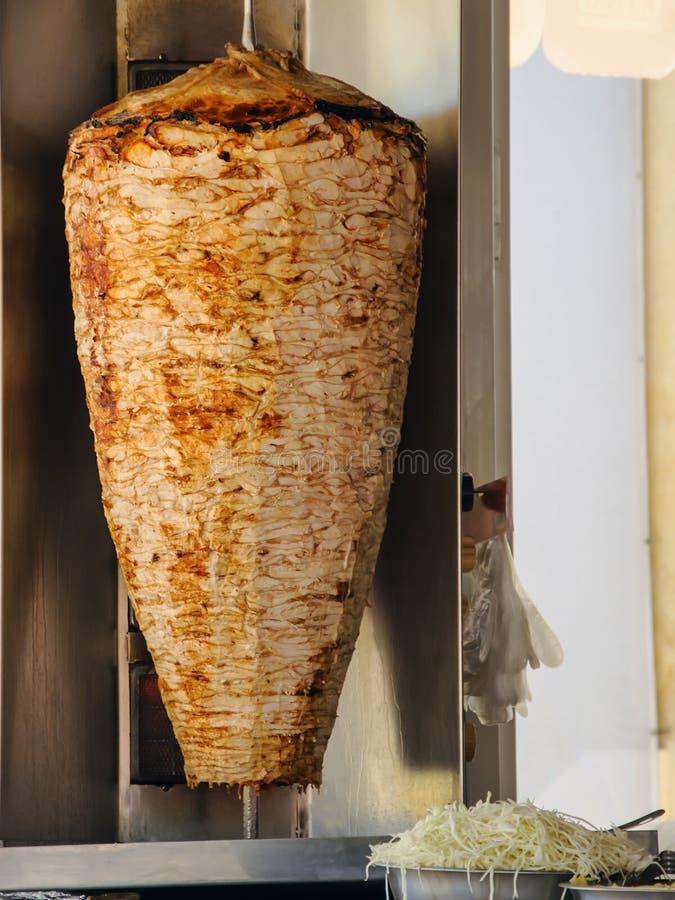 Doner Kebab Na Wirować Pionowo mierzeję w wschodzie fotografia stock