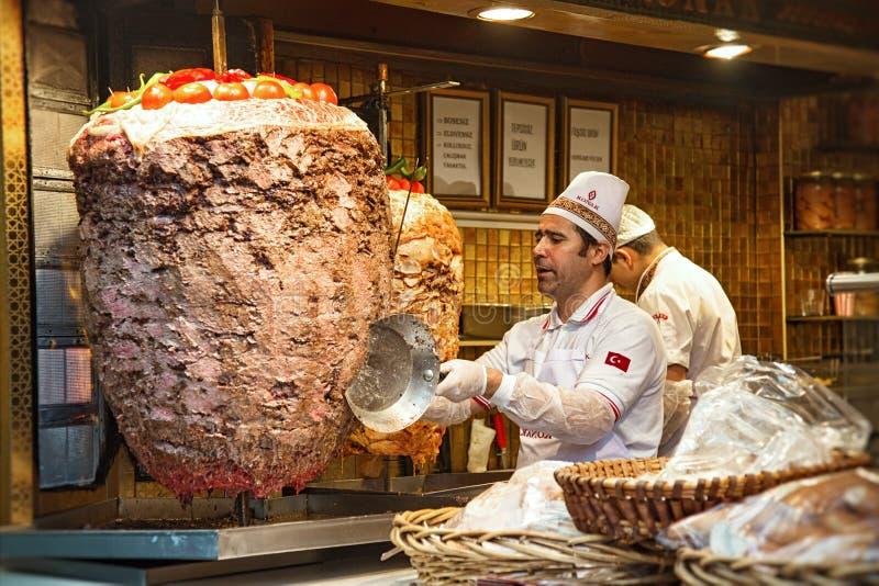 Doner kebabmatlagning i Istanbul arkivfoto