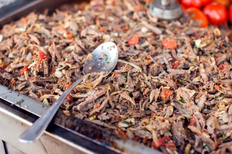 Doner, türkische doner Kebabvorbereitung für das Kochen lizenzfreie stockbilder
