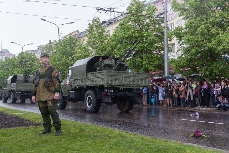 Download Donetsk - Mei 9, 2015: Rep Van De Mensen Van Militaire Uitrustingdonetskoy Redactionele Fotografie - Afbeelding bestaande uit fighting, vakantie: 54087672