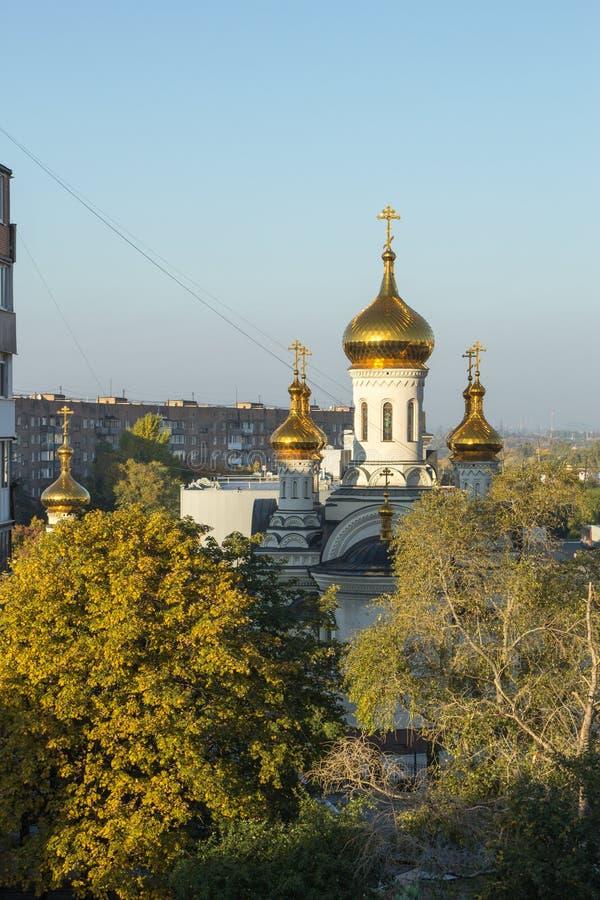 Donetsk, Ucrânia, 3 de outubro de 2019 ano Catedral de Trindade, Igreja Ortodoxa Russa, Patriarcado de Moscou Hora do dia imagens de stock