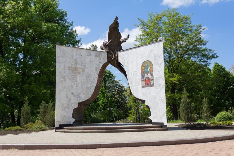 Donetsk, Ucrania - 17 de mayo de 2017: Monumento a los administradores judiciales del accidente en el Chernóbil fotos de archivo libres de regalías