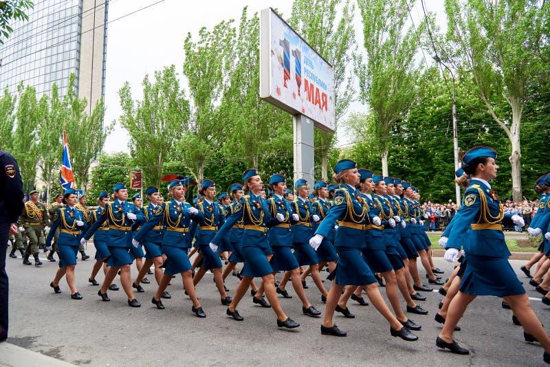 donetsk Ucrania - 9 de mayo de 2018 Desfile en honor de la victoria en la Segunda Guerra Mundial fotografía de archivo